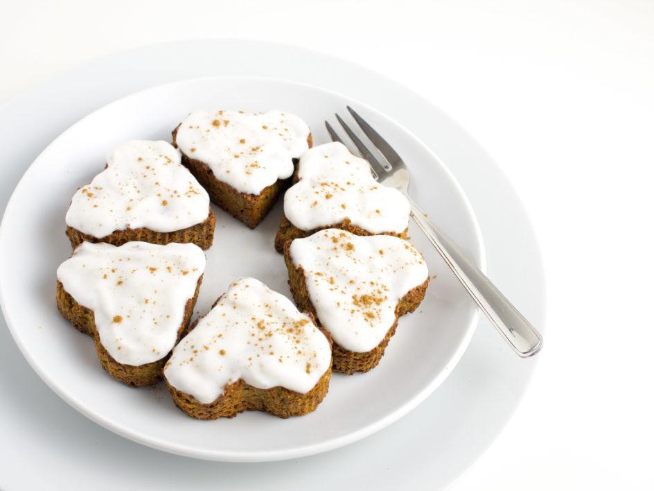 k rbis mandel muffins mit zimt frosting paleo vegan nourish to perform. Black Bedroom Furniture Sets. Home Design Ideas