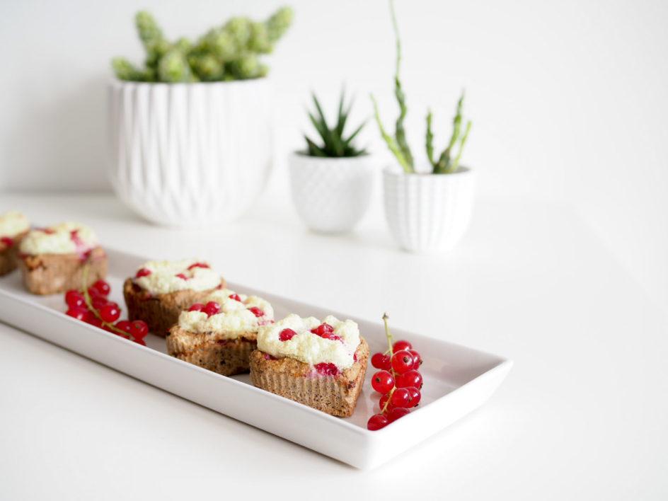 redcurrant meringue muffins